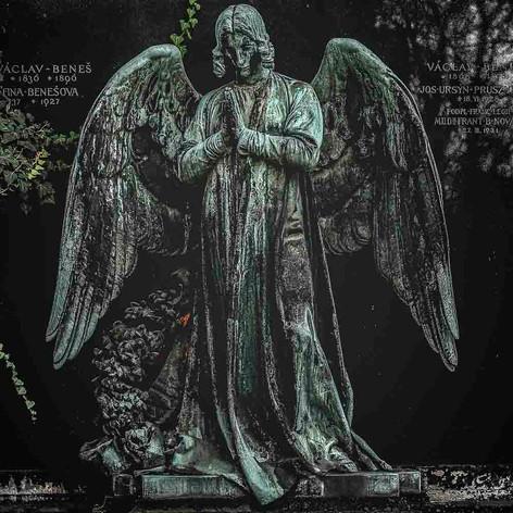 Grave angel