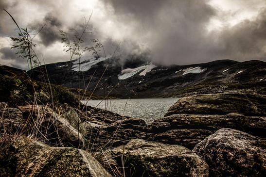 Felsenlandschaft-in-Jotunheimen-Nationalpark-Norwegen-grandiose-Aussicht-Landschaft