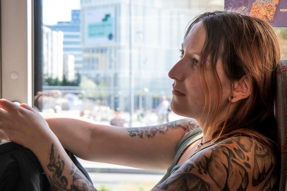 Linda Portraet im Bus in Oslo