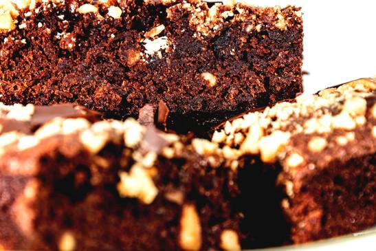 Detailaufnahme Brownies Dr. Oetker Backmischung mit Erdnuessen gepimpt
