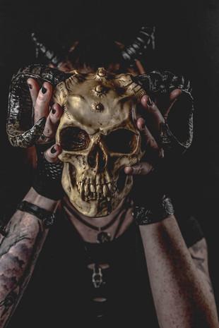 Jenny & the skull