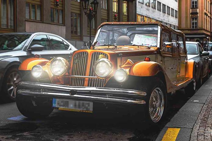 Prag Staedtetouren mit Stil - Beeindruckende Oldtimer Autos