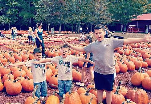 #tbt #scarecrows #pumpkins #pumpkinpatch #eastcobbkids #2013 #fall #fallfun #fallactivities #nannyli