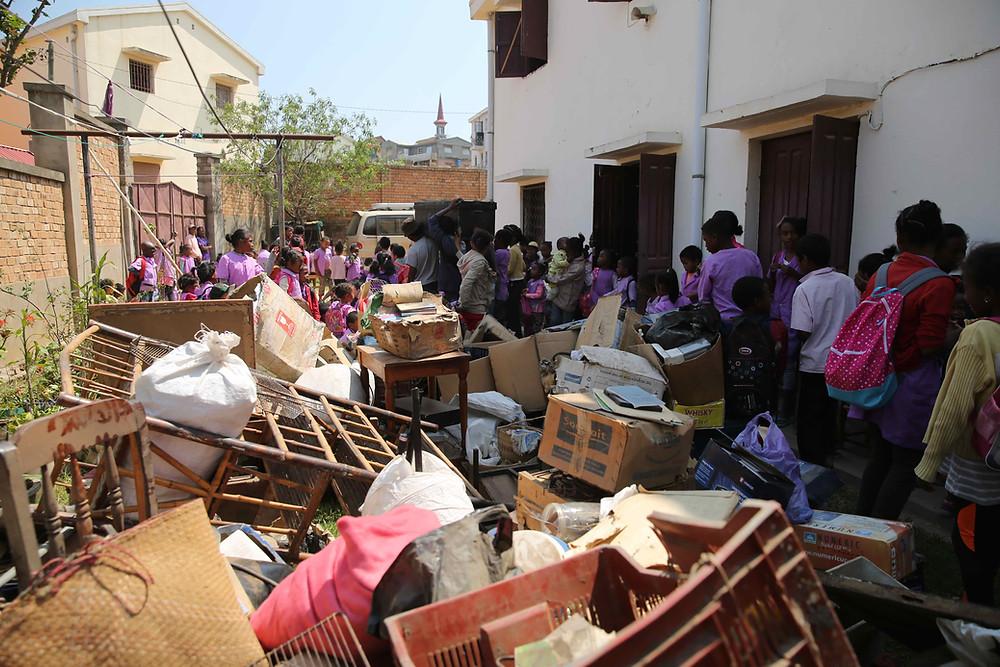 Déménagement à l'école Règne à Madagascar