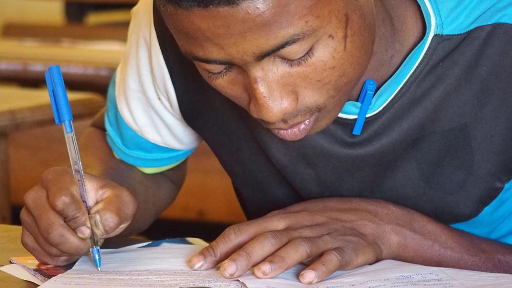 Eleve de l'école Règne à Madagascar