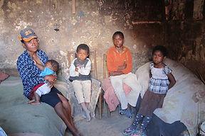 la pauvreté à Madagascar, photo d'une famille