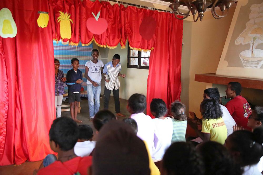 Pièce de théatre réalisée par les élèves de l'école Règne à Madagascar