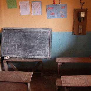 Une salle de classe à l'école Règne à Madagascar