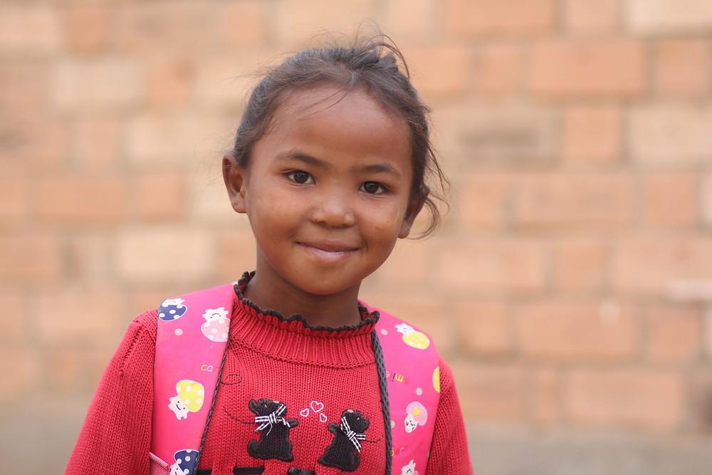 Portrait d'une élève de l'école Règne à Madagascar