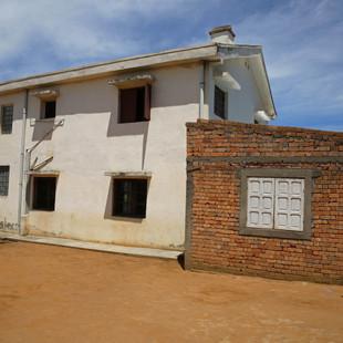 Vue extérieur sur l'école Règne à Madagascar