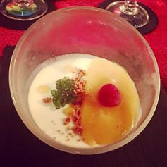 Panna cotta, coulis de mangue et caviar