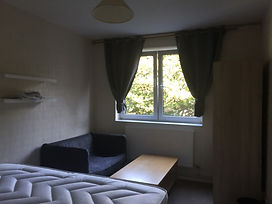 Double room 4: large room with double bed, wardrobe and chest of drawers. wardrobe and chest of drawers.