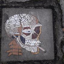 Le crâne qui fume et vous guide