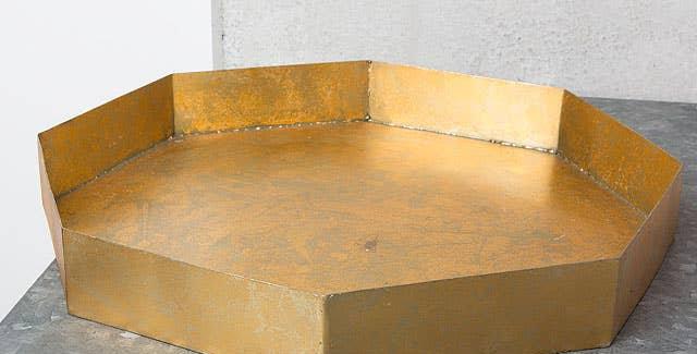 8 Cornered Iron Tray