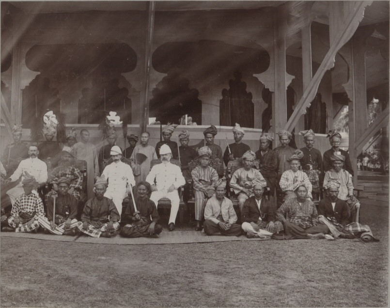 nicaliss serembanonline 1903 Undangs in the middle row, Wikipedia photograph