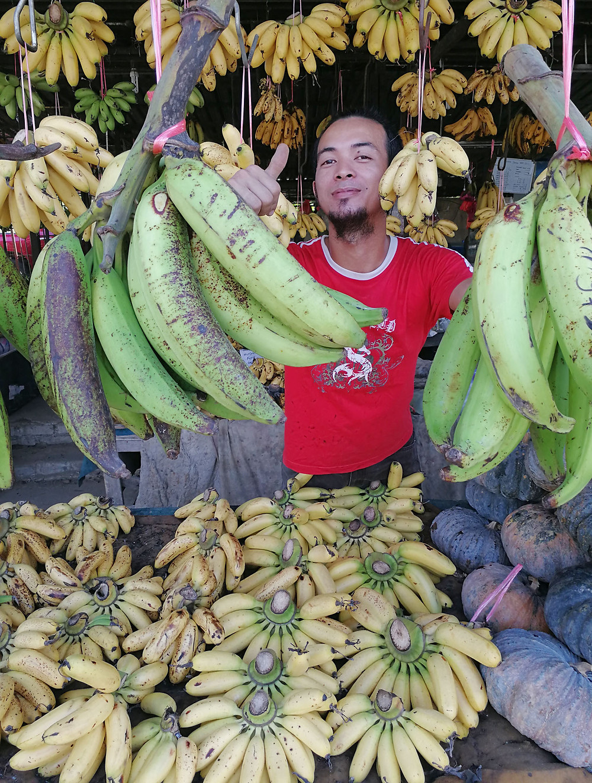 serembanonline photograph of bananas at a  roadside stall by photographer Nic Falconer