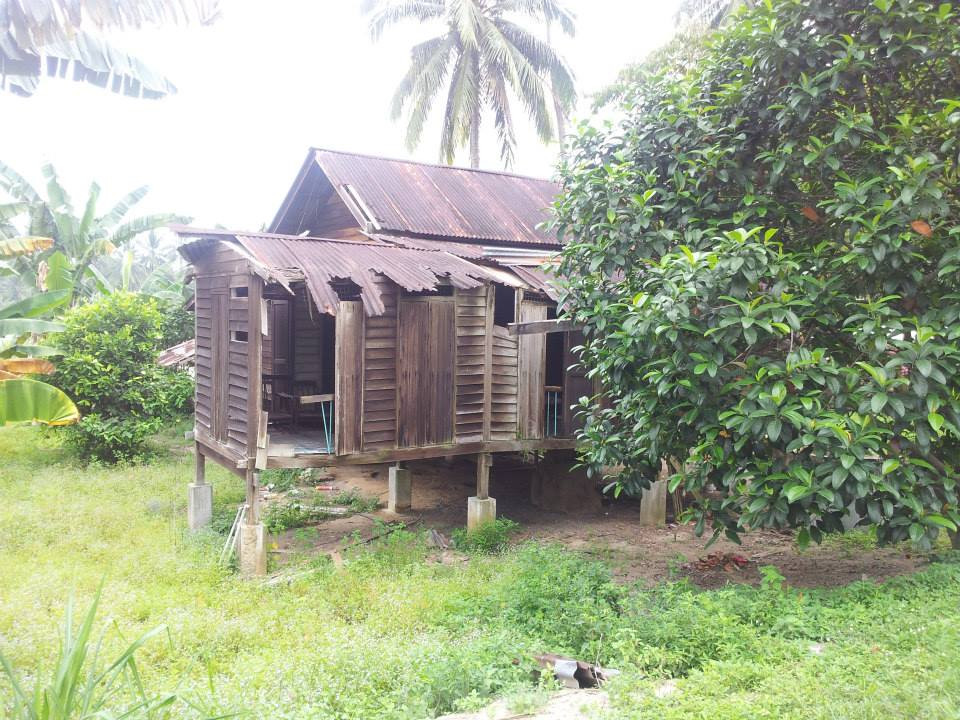 nicaliss serembanonline photograph of a house that an old lady lived in that Nizam raised funds to build a new home