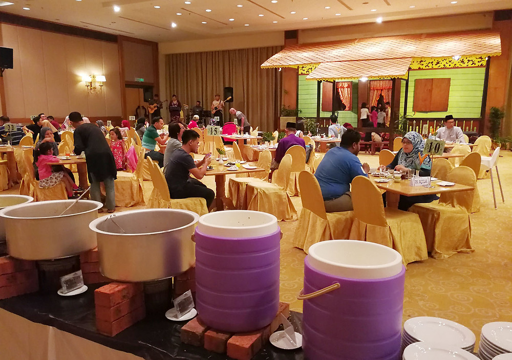 serembanonline photogtraph of klana resort ramadhan meals by photographer Nic Falconer