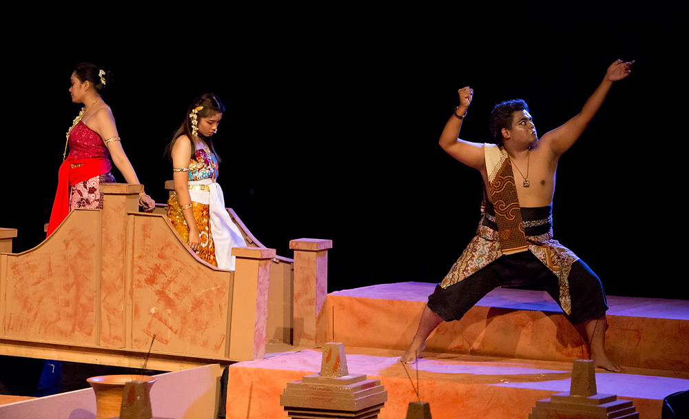 serembanonline photograph of Keraton performed by Port Dickson Polytechnic at JKKN by photographer Nic Falconer