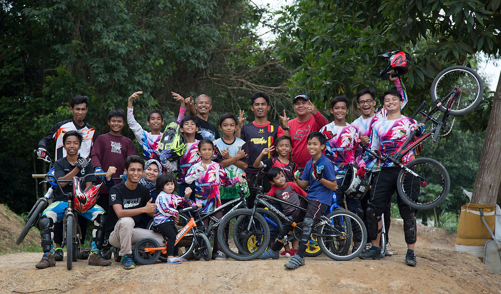 Serembanonline photograph taken by Nic Falconer of BMX racing team at Kuala Pilah Negeri Sembilan. Pic by nicaliss photographer  Nic Falconer