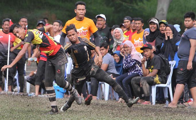 Muddy rugby Malaysia style