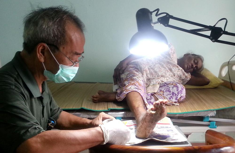 serembanonline nicaliss seremban bath Lam Sang serembanphotographer photography bandage cleans wound Ghandi Devi