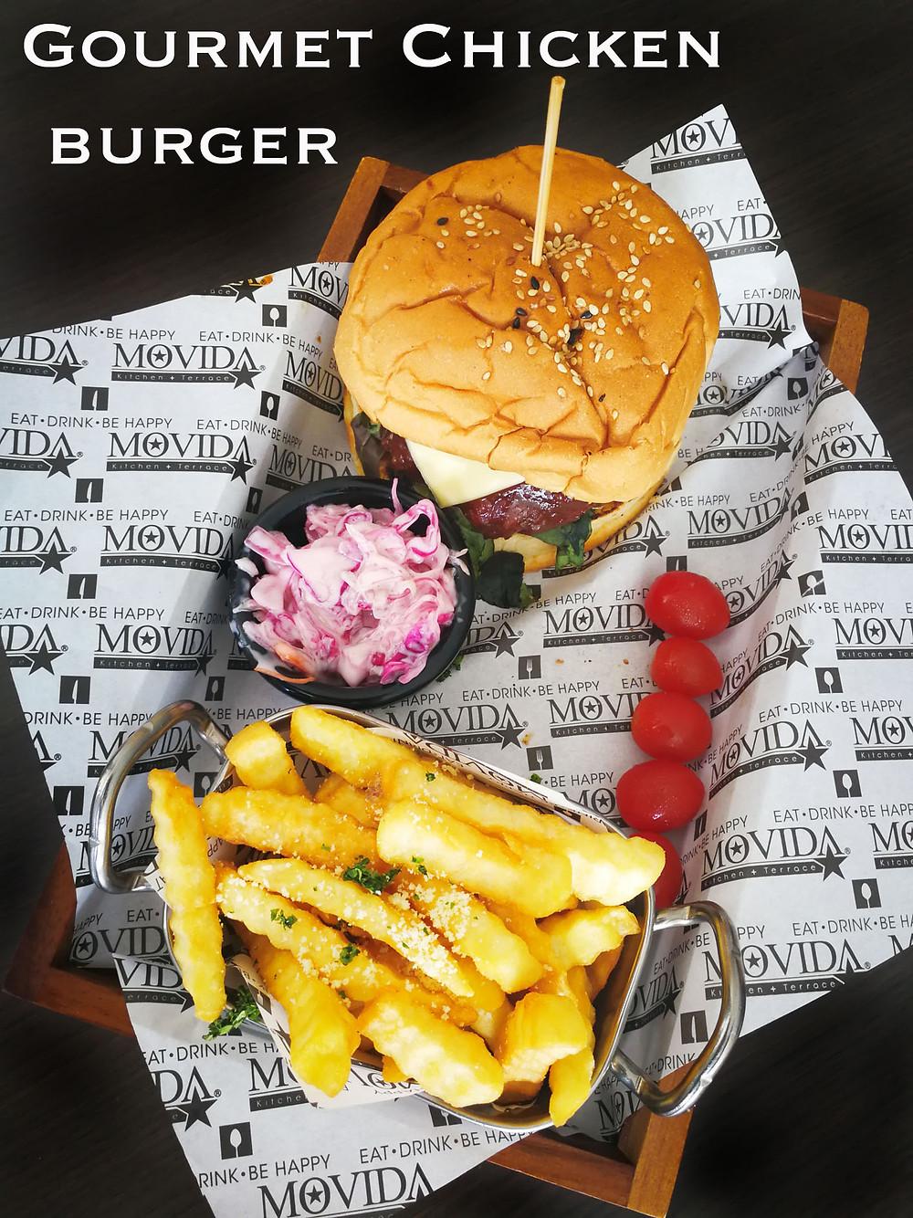 serembanonline photograph of the Gourmet Chicken burger at MoVida, d'Tempat Country Club at Sendayan by photographer Nic Falconer nicaliss