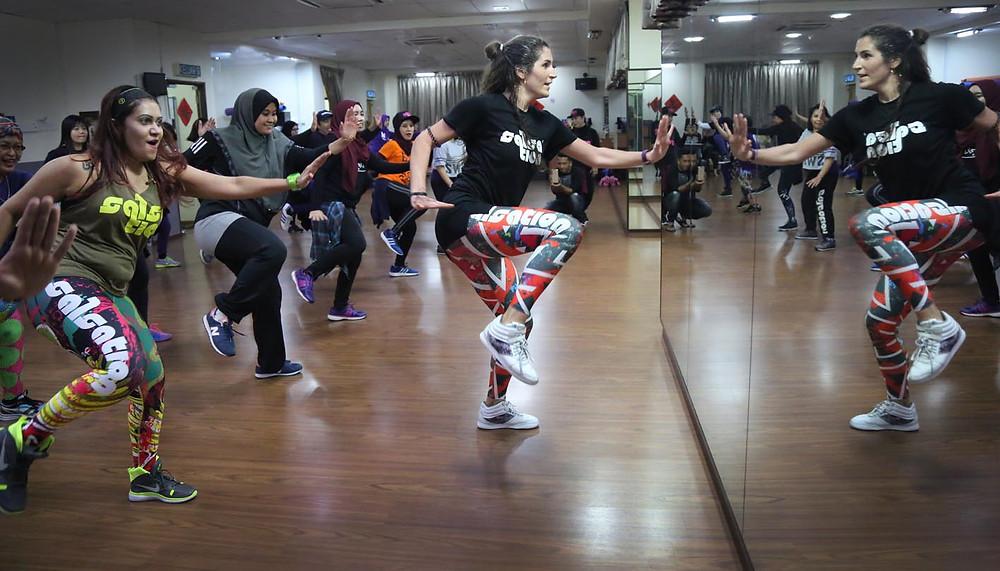 serembanonline photograph of salsation dancer Federica Boriani in seremban teaching taken by Nic Falconer nicaliss photographer.