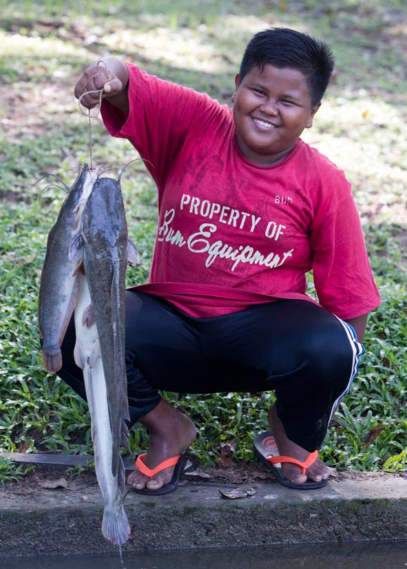 Haiqal, 11yo, came with his dad Rosly and they went home with some catfish for dinner.
