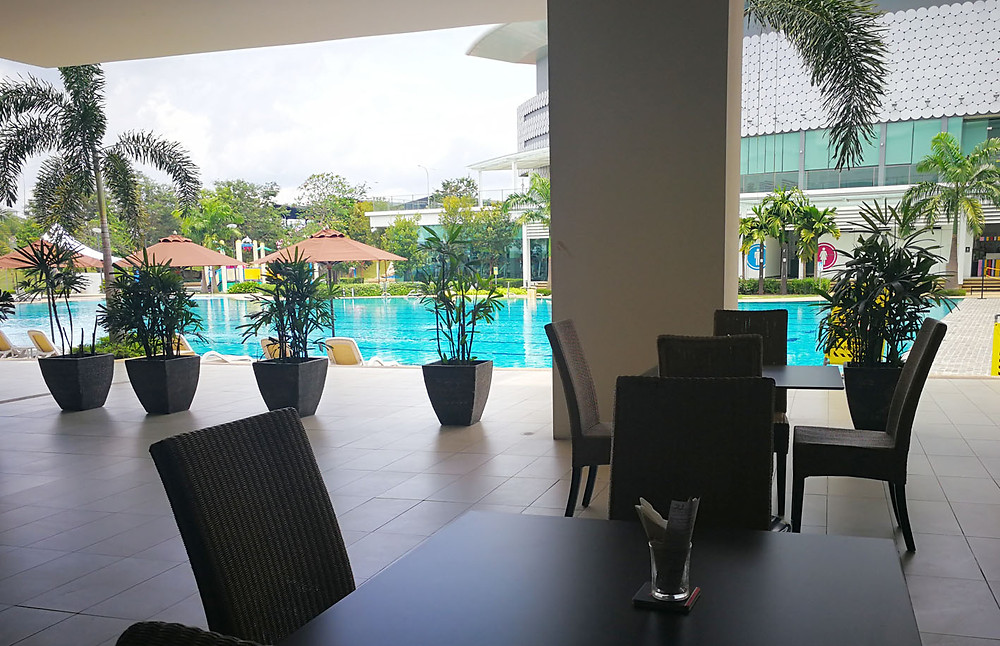 serembanonline photograph of the pool area at MoVida, d'Tempat Country Club at Sendayan by photographer Nic Falconer nicaliss