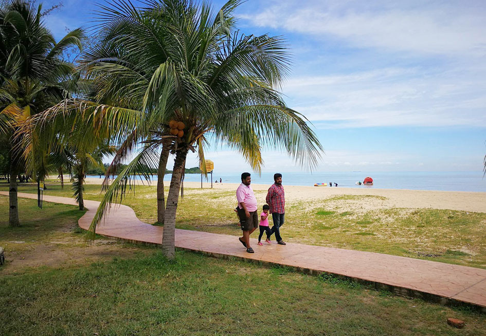 serembanonline photograph of beaches at Port Dickson by photographer Nic Falconer