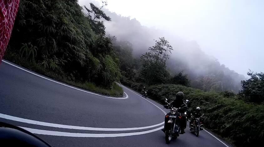 serembanonline nicaliss motorcycles RE on tour to Gua Pelangi