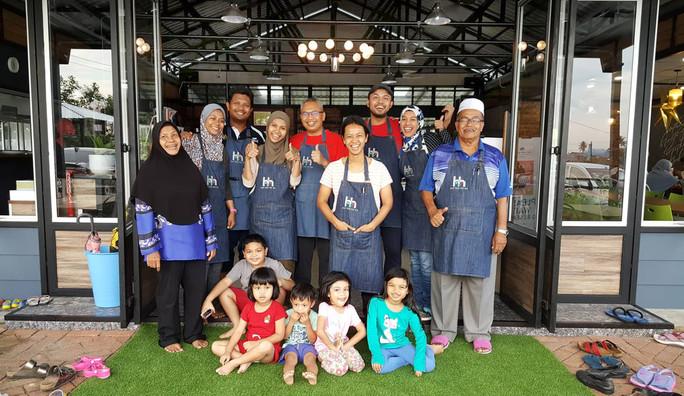 Hayyan Huda Opah's family delights