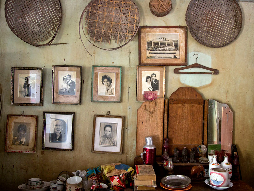 A serembanonline.com photograph of a wall containing photographs and memories by photographer Nic Falconer nicaliss