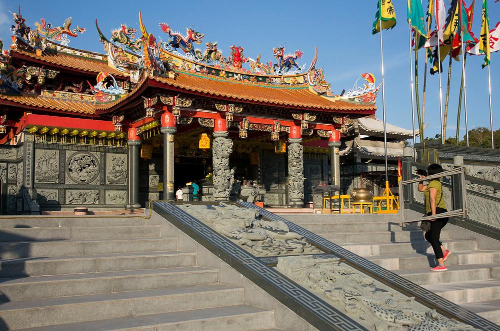 Serembanonline seremban photographer Nic Falconer Chinese temple nicaliss