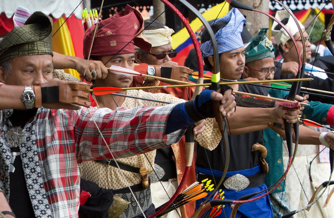 International archers compete in N9 tradition