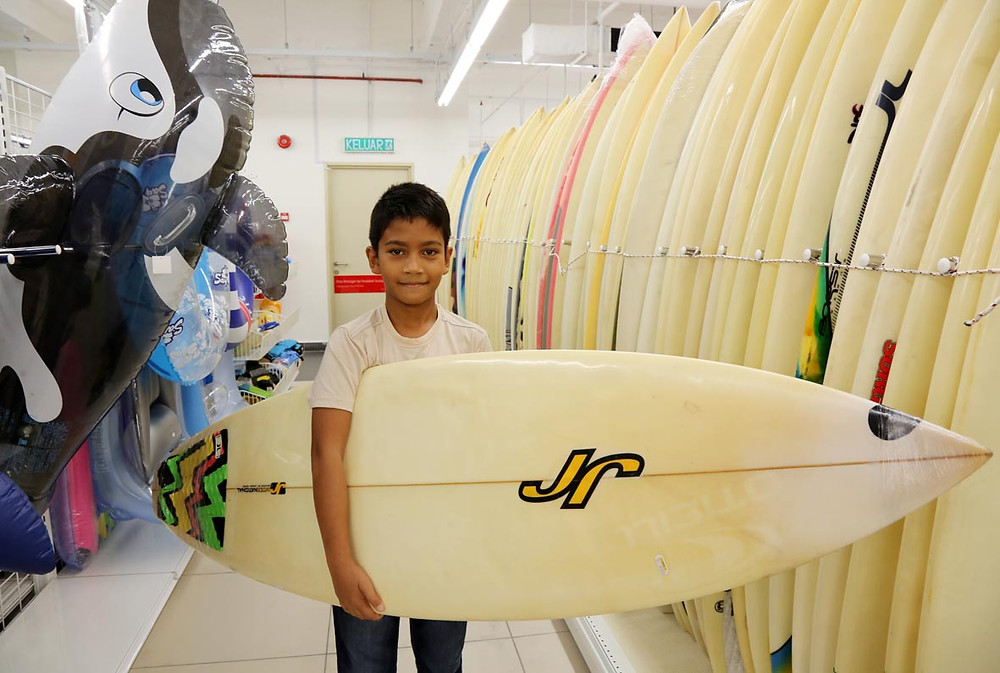 serembanonline photograph of jalan jalan japan surfboards and plastic play toys for pool at Centrepoint by photographer Nic Falconer nicaliss