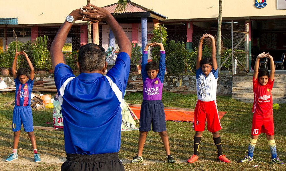 serembanonline pic of Das and some boys training at his football clinics in Lobak by photographer Nic Falconer nicaliss