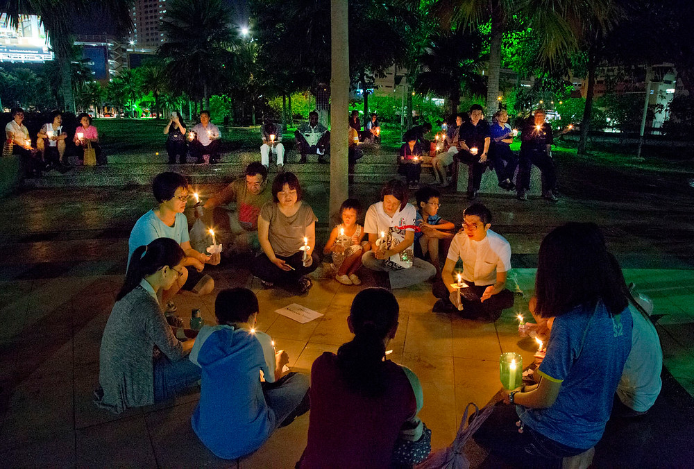 serembanonline photograph of a candlelight vigil for missing Pastor Koh by photographer Nic Falconer