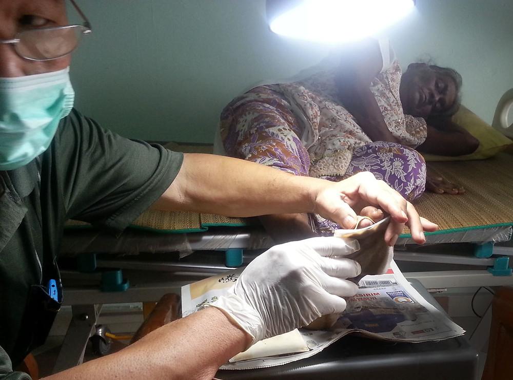serembanonline nicaliss seremban bath Lam Sang serembanphotographer photography concoction pots herbal bandage cleans wound