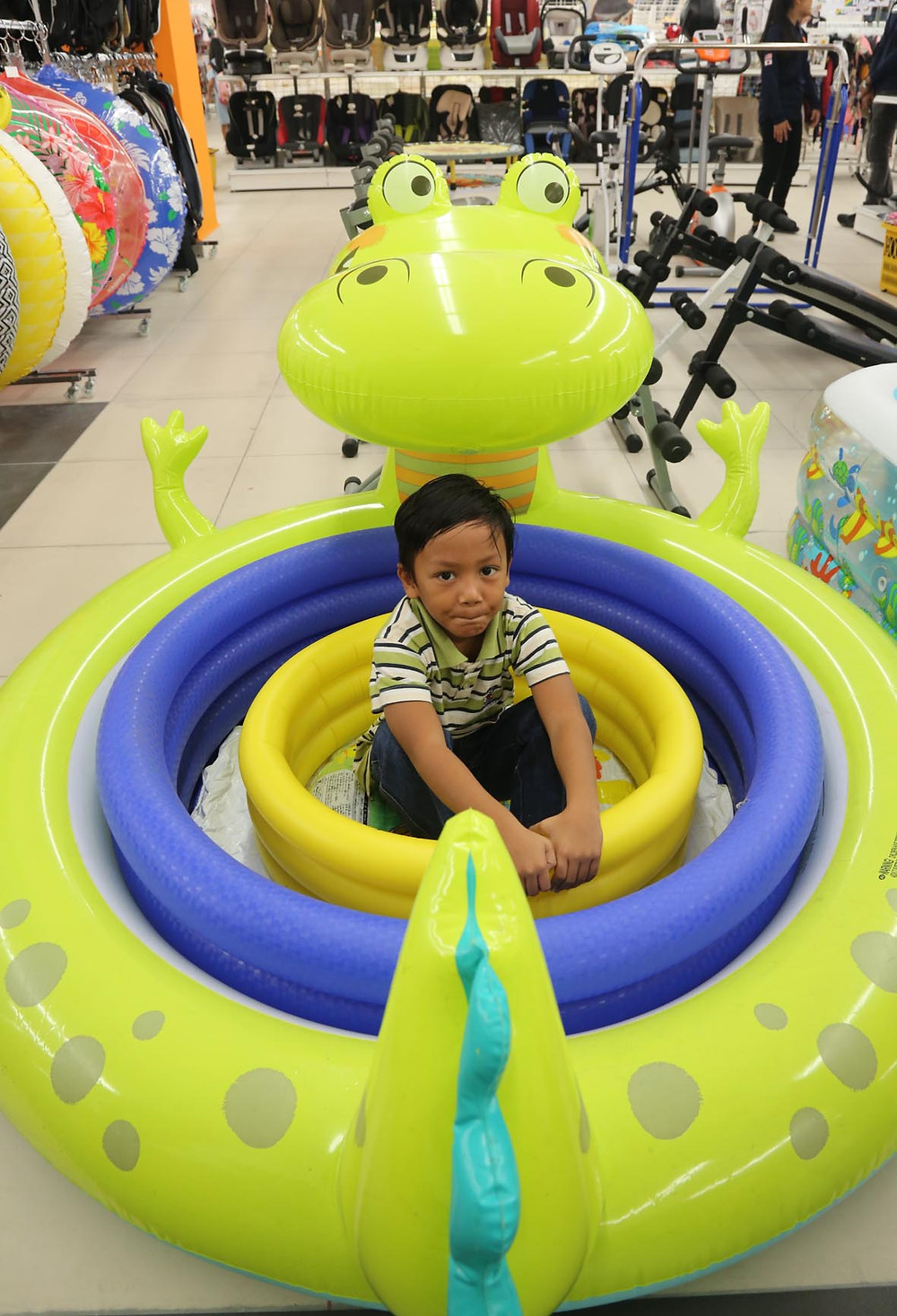 serembanonline photograph of water toys at jalan jalan japan at Centrepoint shopping centre by photographer Nic Falconer nicaliss