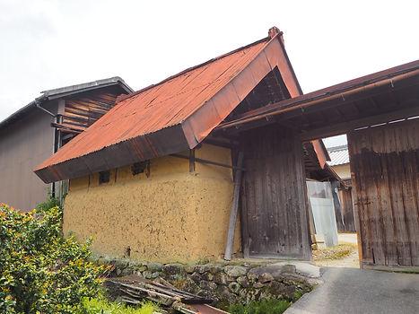 山の辺の道の泥小屋.JPG