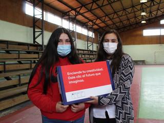 33 estudiantes recibieron notebook e internet gracias a Junaeb
