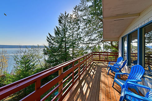 Vacation Homes on Hood Canal Beachfront Bungalow Deck 2