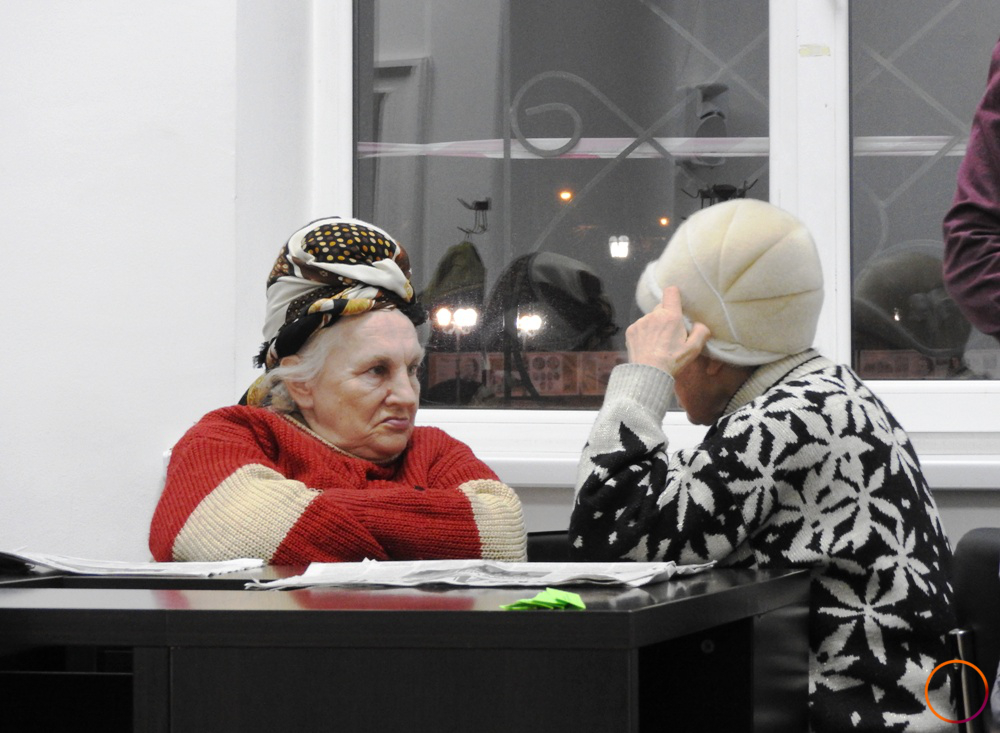 Chisinau_women_in_library