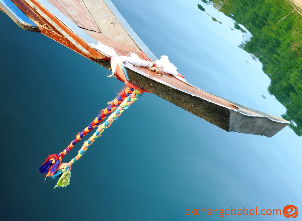 Ratchaprapa_Dam_Thailand_boat_detail