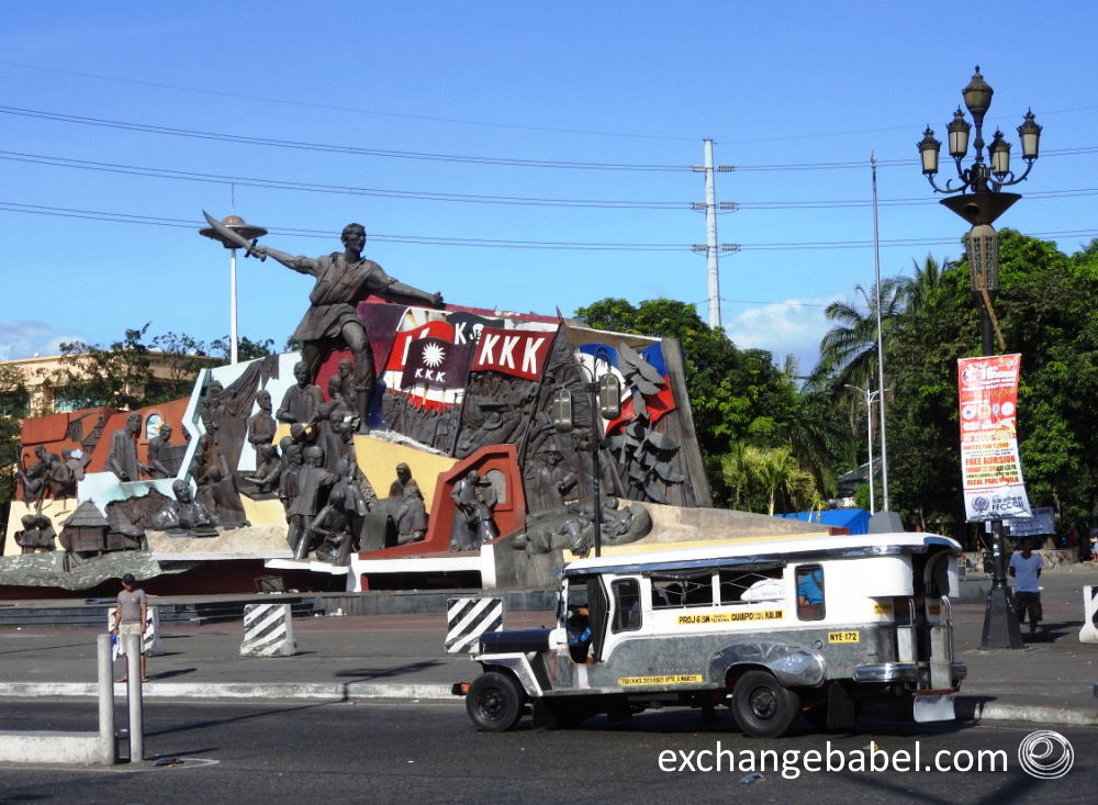 Philippines_manila_taxi_jeepney_monument