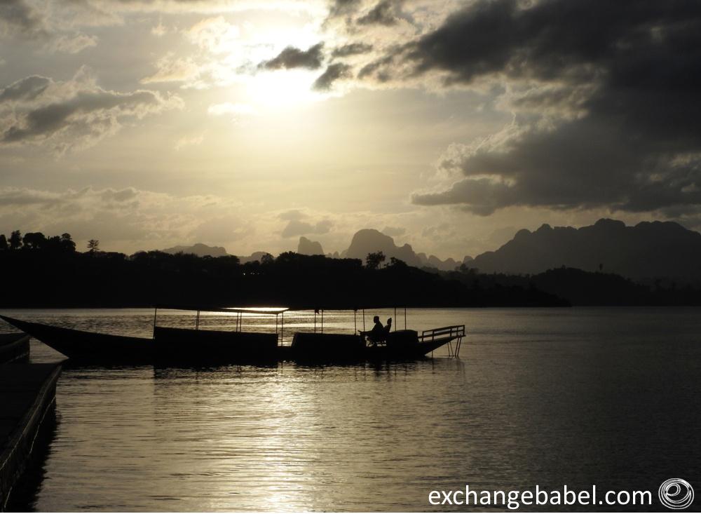 Ratchaprapa_Dam_Thailand_boat_sunset