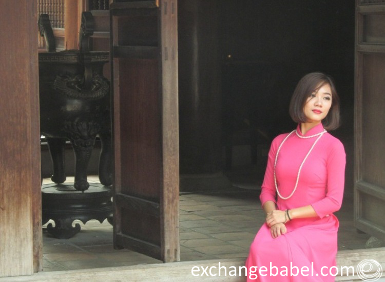 hanoi_vietnam_lady_and_bell
