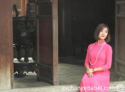 hanoi_vietnam_lady_and_bell